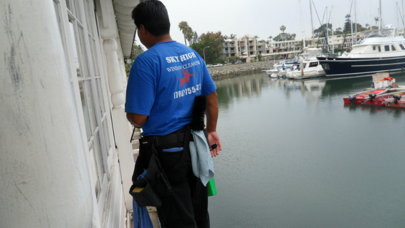 noe-contreras-mendez-cleaning-the-coronado-boathouse